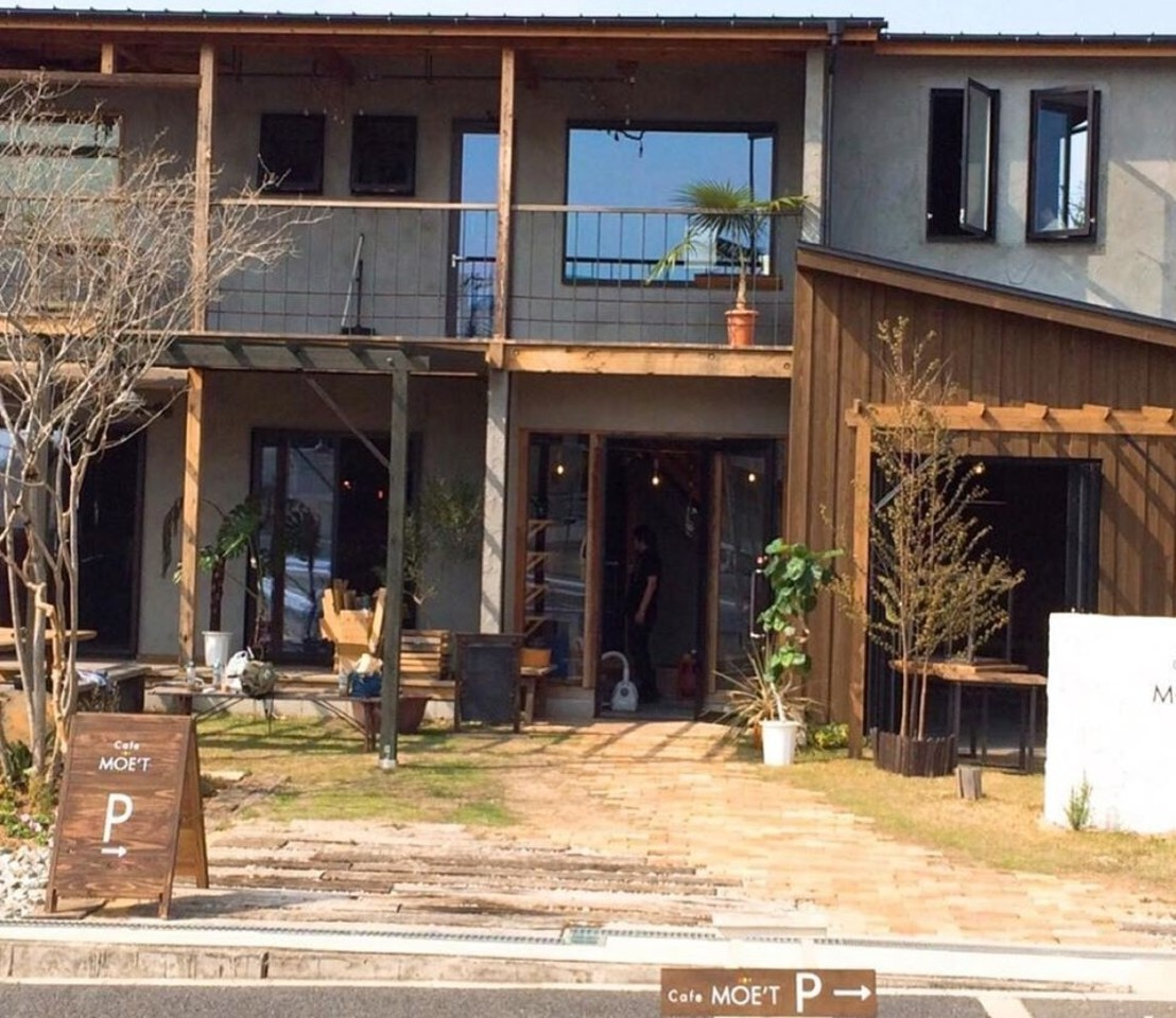 木の温もりを感じる一軒家レストラン。。大阪府和泉市尾井町2丁目の『カフェ モエ』