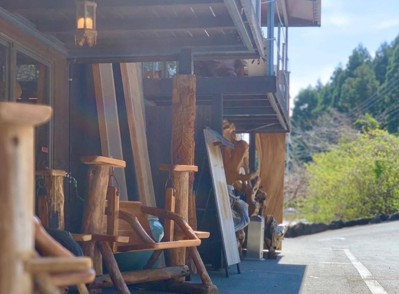 【 伊豆大工市場&アクトリーカフェ 】木の家具・雑貨&カフェ(静岡県伊東市)