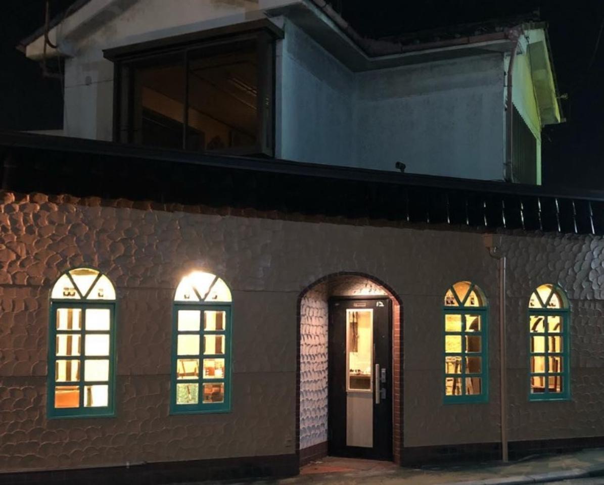 阪急東向日駅近くに肉バル「ビリーズキッチン」が昨日オープンされたようです。