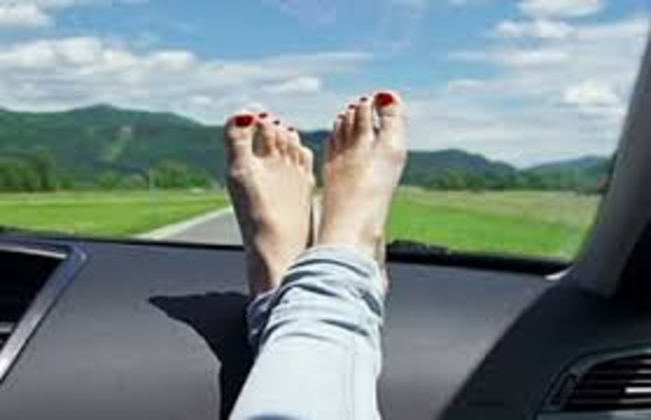 Web交通安全/交通事故セミナー 『助手席のダッシュボードに足を乗せてはいけない理由』