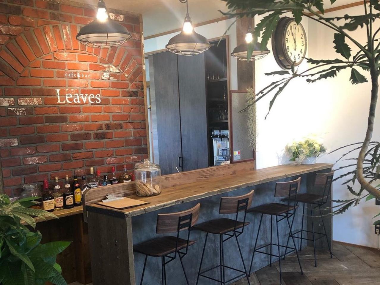 石垣の高台に立つカフェ。。福岡県大牟田市橘のカフェ&バー『リーブス』
