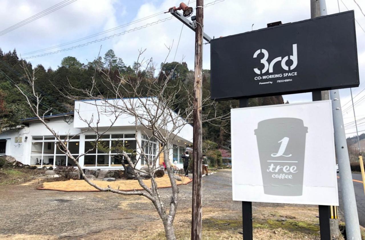 鹿児島県霧島市国分重久にコワーキングスペース「3rd」&カフェ「_1tree」本日オープン!