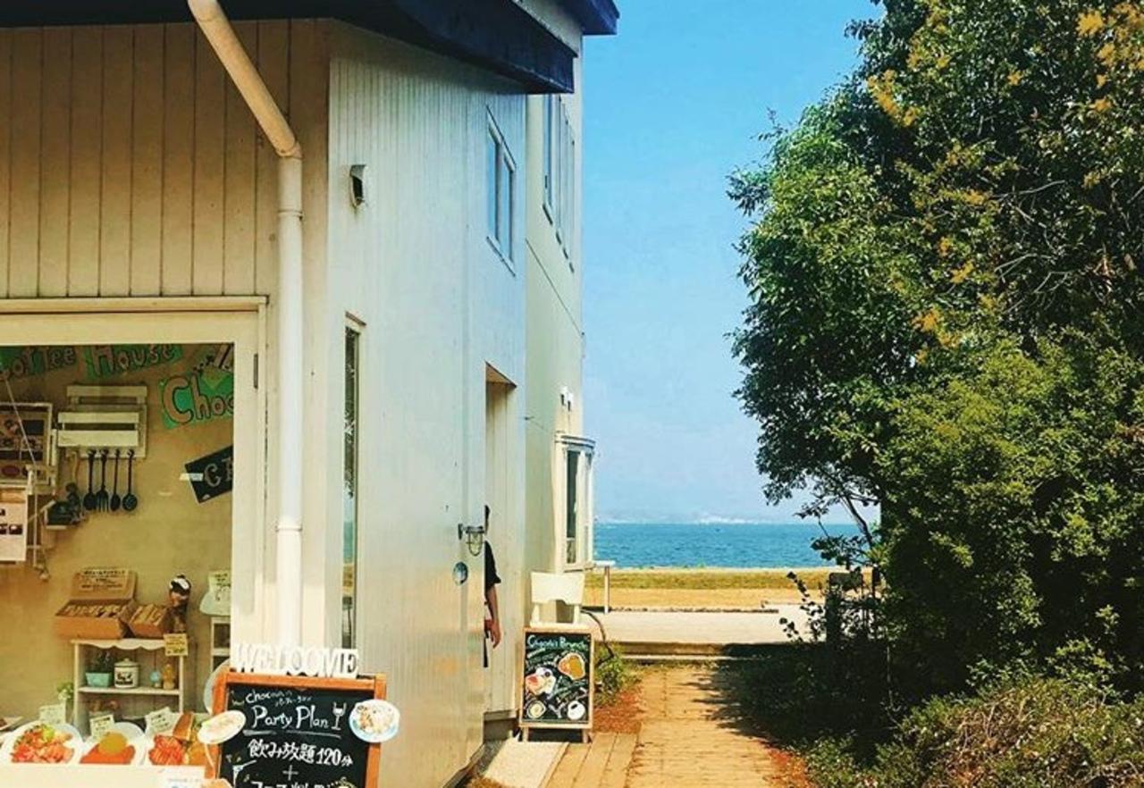 琵琶湖湖畔のカフェ...滋賀県大津市のなぎさ公園打出の森の中の「コーヒーハウスショコラ」