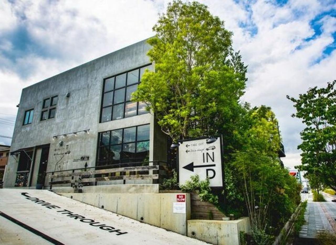 緑の溢れる癒しの空間の複合店舗...大阪府和泉市はつが野3丁目の「アンティカツリーカフェ」