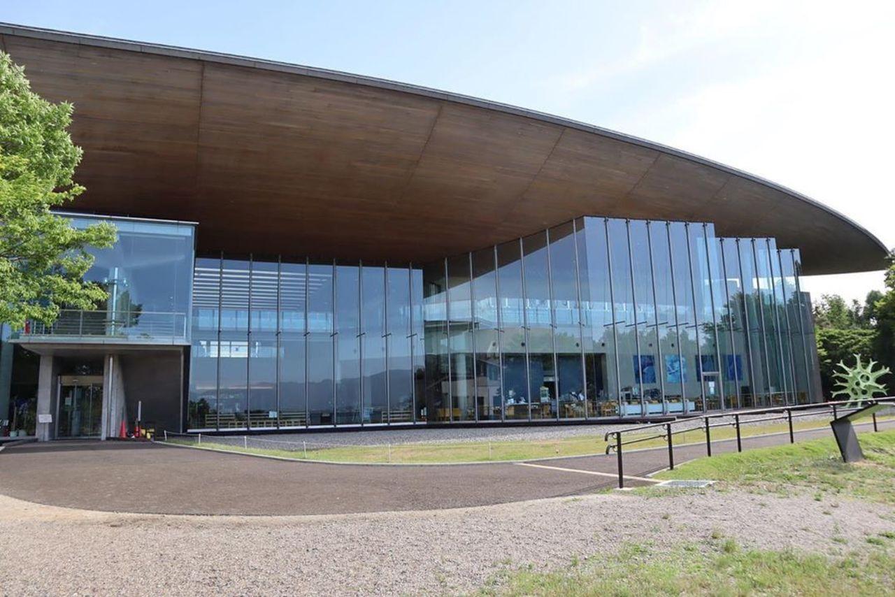 湖にのぞむ日本有数の総合博物館...滋賀県草津市下物町の「滋賀県立琵琶湖博物館」