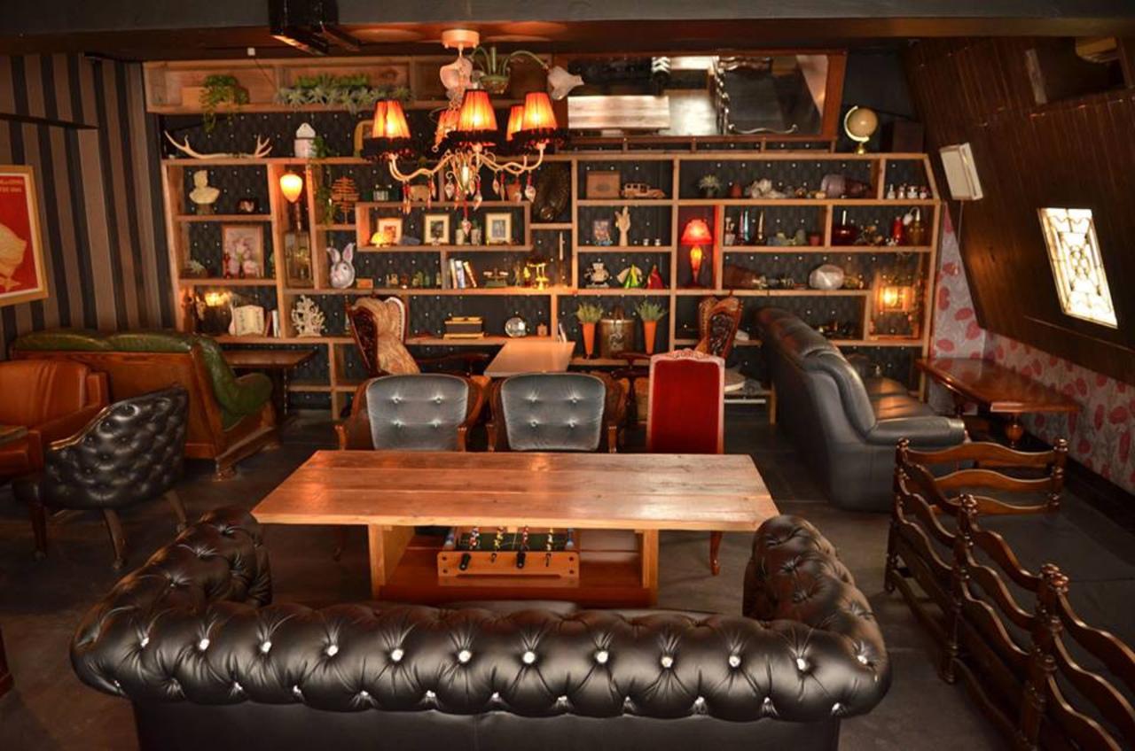 フランス田舎町のアパルトマンをイメージ...東京都中央区銀座3丁目のカフェ「アパルトマン301」