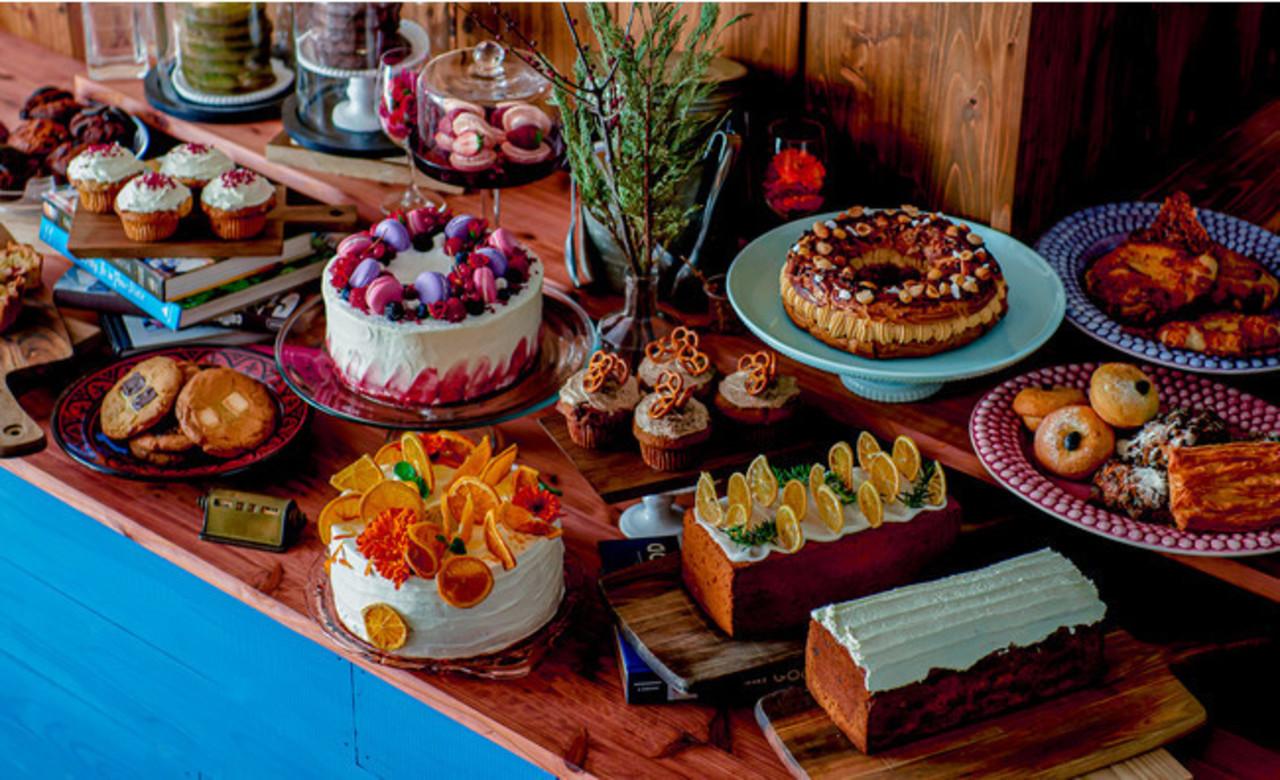 東京都港区南青山5丁目にデコレーションケーキが並ぶカフェ「クロスロード」5月24日グランドオープン!