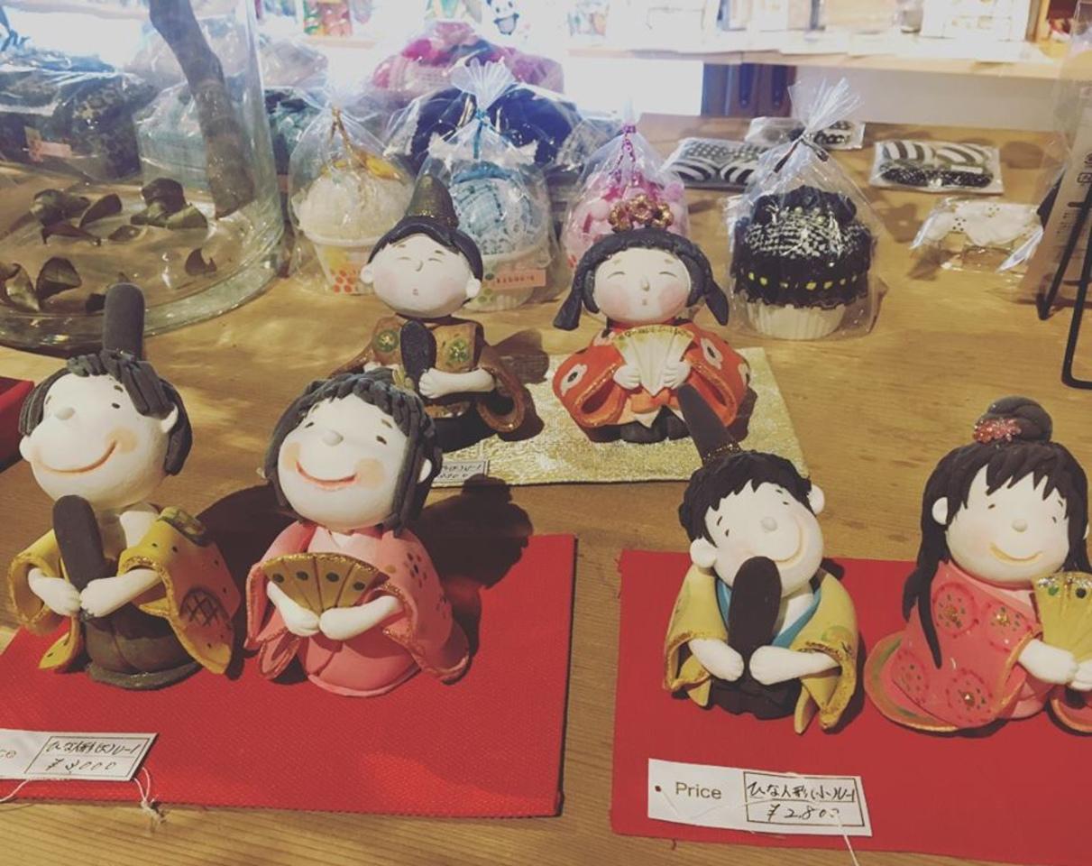 お店に、雛人形が並びました!