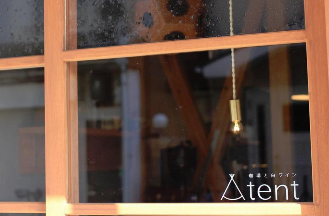 三角屋根の洋風長屋を改装....阿倍野区阪南町3丁目に珈琲と白ワイン『tent』オープン