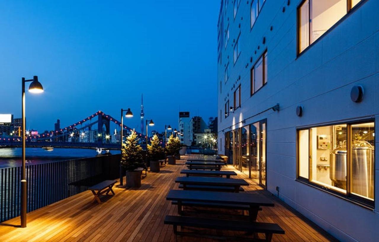 開放された川床のある『LYURO東京清澄 THE SHARE HOTELS』