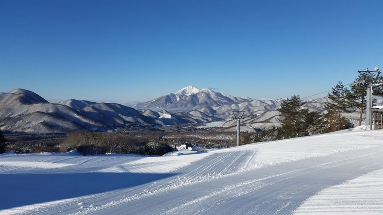 現存営業するスキー場では日本最古(大正4年開場)...福島県耶麻郡猪苗代町の「沼尻スキー場」