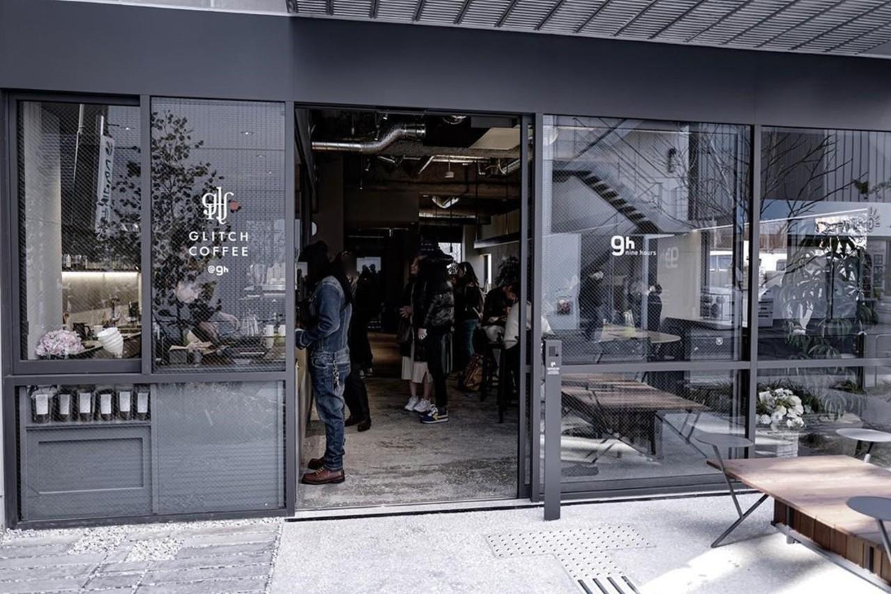外にテラス席も..名古屋市中村区名駅2丁目に「グリッチコーヒー@9h NAGOYA」オープン