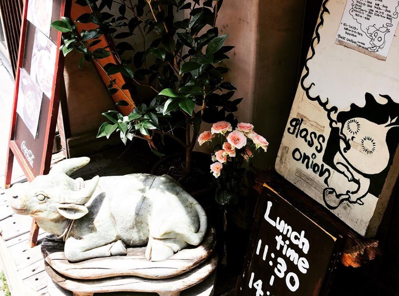 三軒茶屋世田谷通りの洋食屋...東京都世田谷区太子堂4丁目の「グラスオニオン」