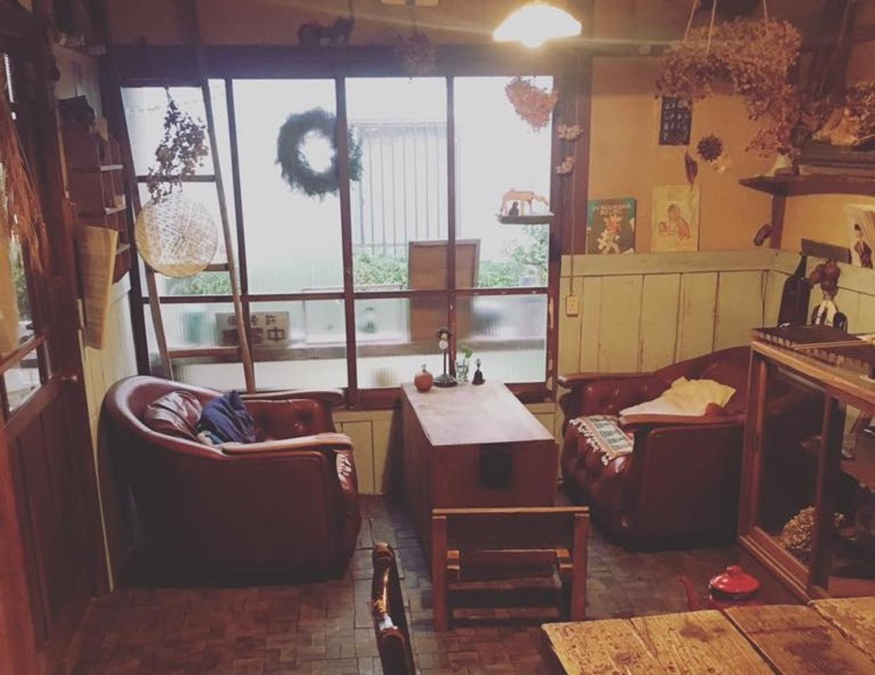 ゆるやかな空間で古本も...広島県尾道市三軒家町の『56カフェ』