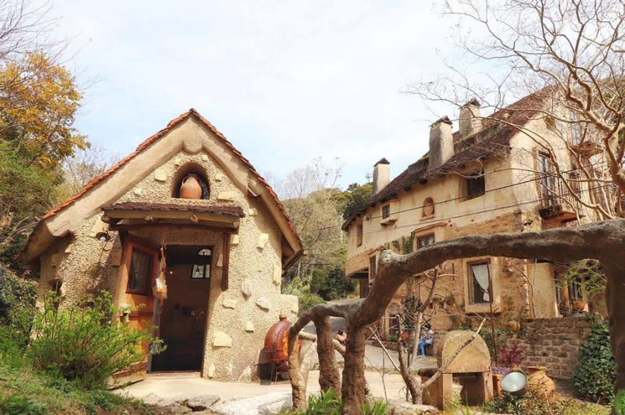 中世ヨーロッパの村のような不思議な空間...静岡県浜松市西区和地町の「浜名湖 ぬくもりの森」