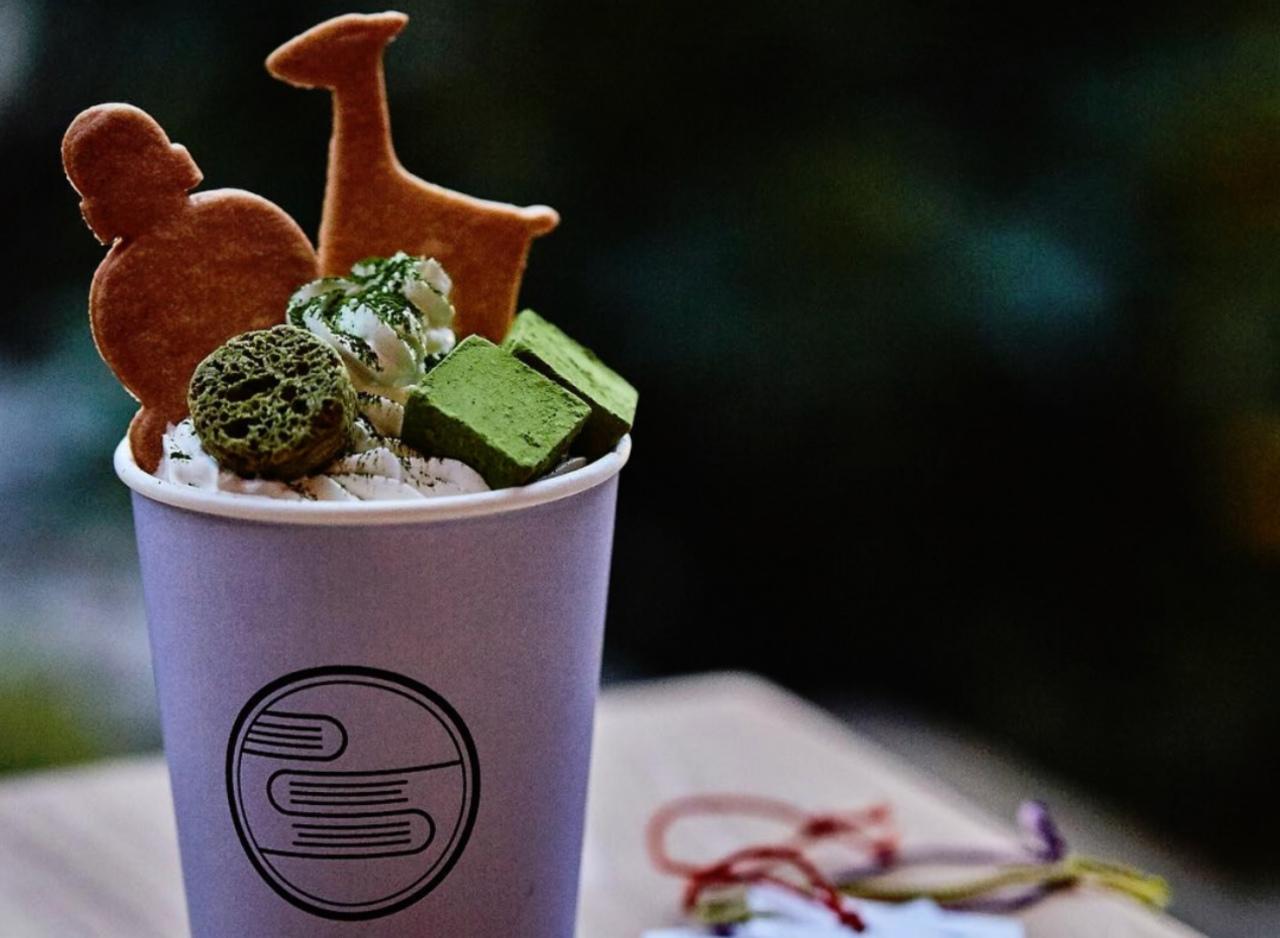 和の複合飲食店...奈良公園内夢風ひろばに『書架』プレオープン