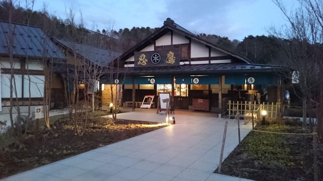 富士山を望む、忍びのふるさと...山梨県南都留郡忍野村忍草の「忍野 しのびの里」