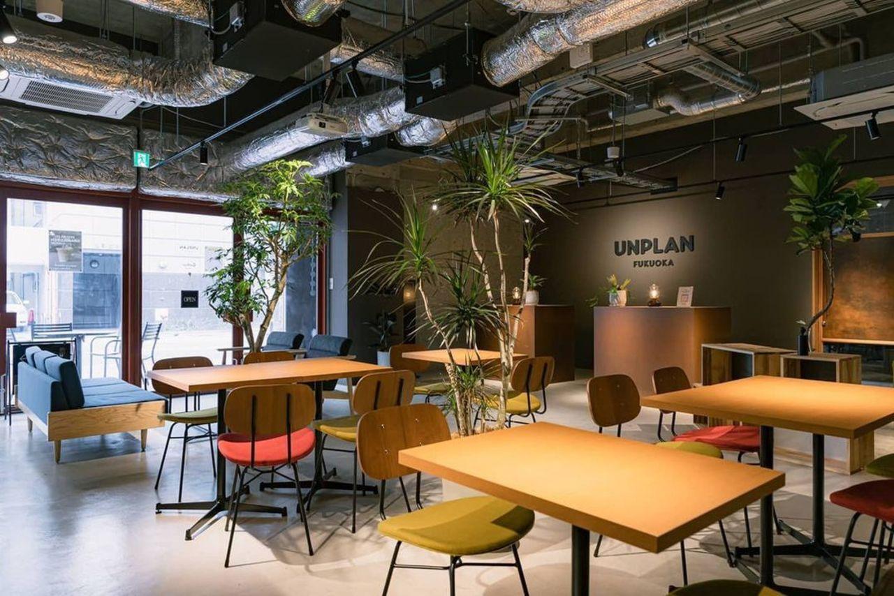 ホステル併設のカフェ...福岡市中央区大手門に「ギャザーbyアンプラン福岡」本日オープン