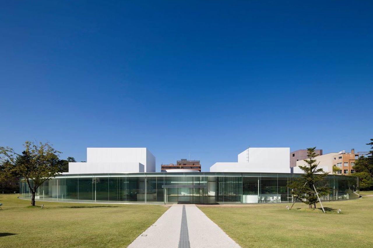 現代美術を収蔵した公立美術館...石川県金沢市広坂の「金沢21世紀美術館」