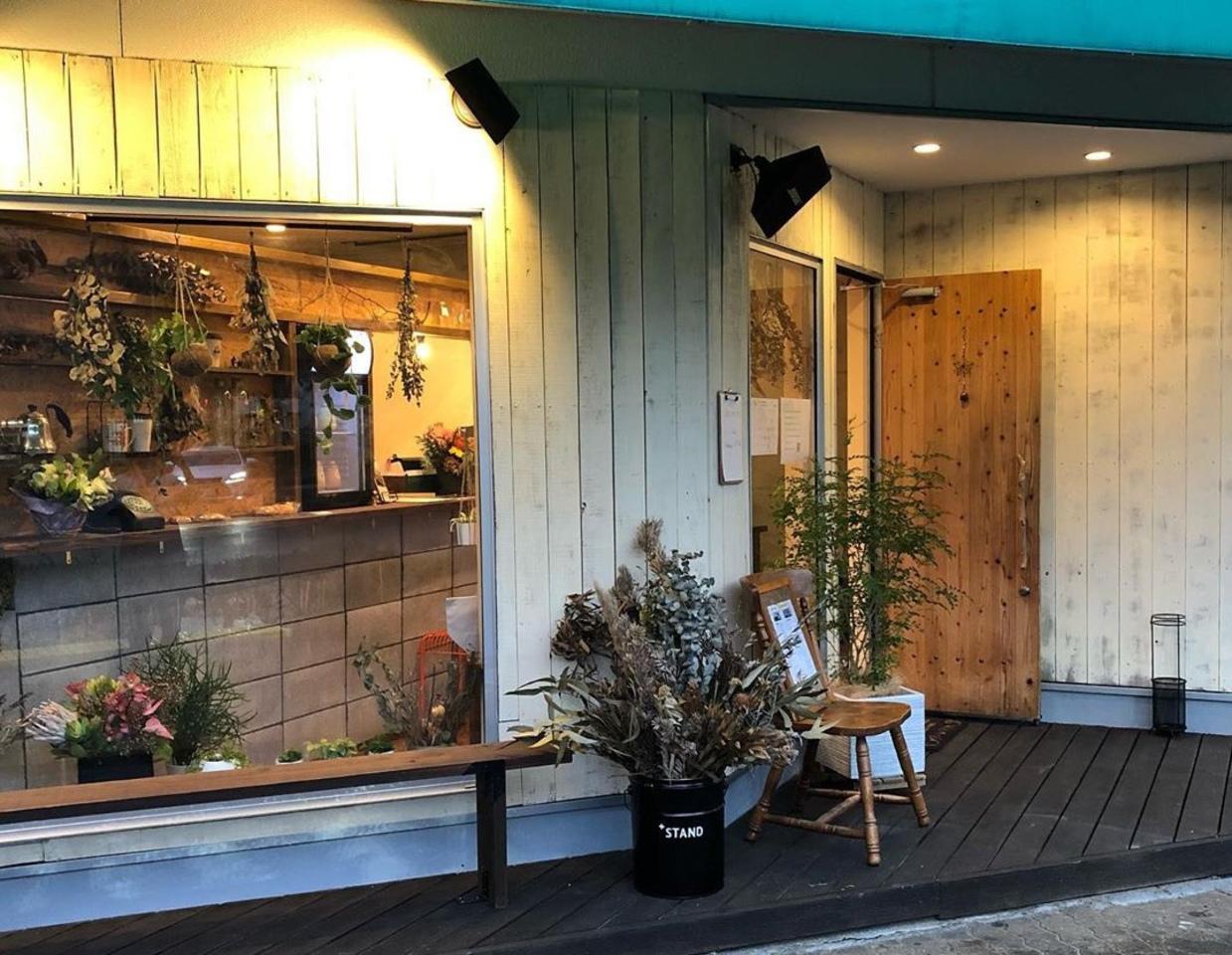 DIYで仕上げたカフェ。。山口県周南市岐山通り2丁目に『プラススタンド』オープン