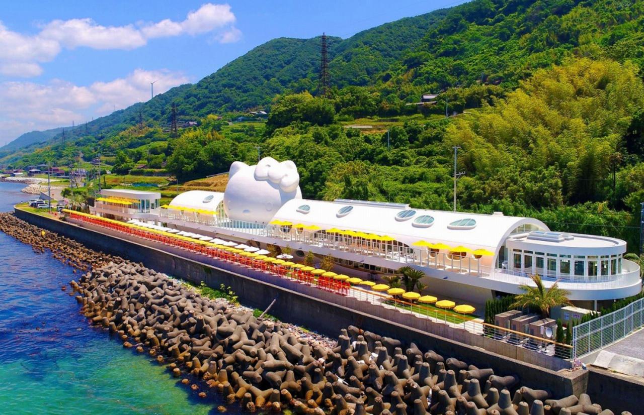 淡路島ハローキティスマイルに「パーティーテラス シーフードグリルガーデン」本日オープン!