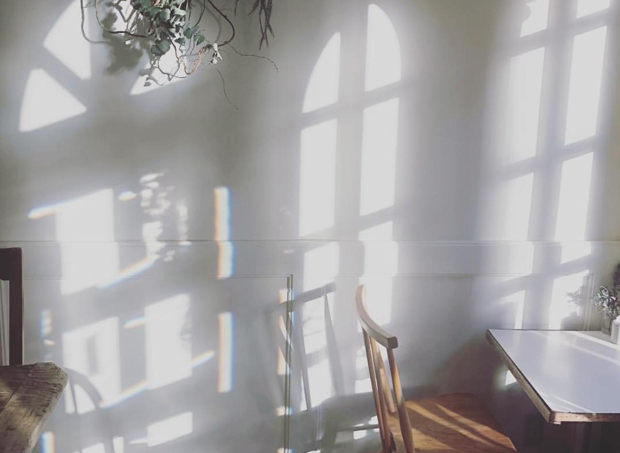 朝からあいてるアーチ型窓のお洒落な...神戸市中央区中山手通7丁目の『カフェ リヒト』