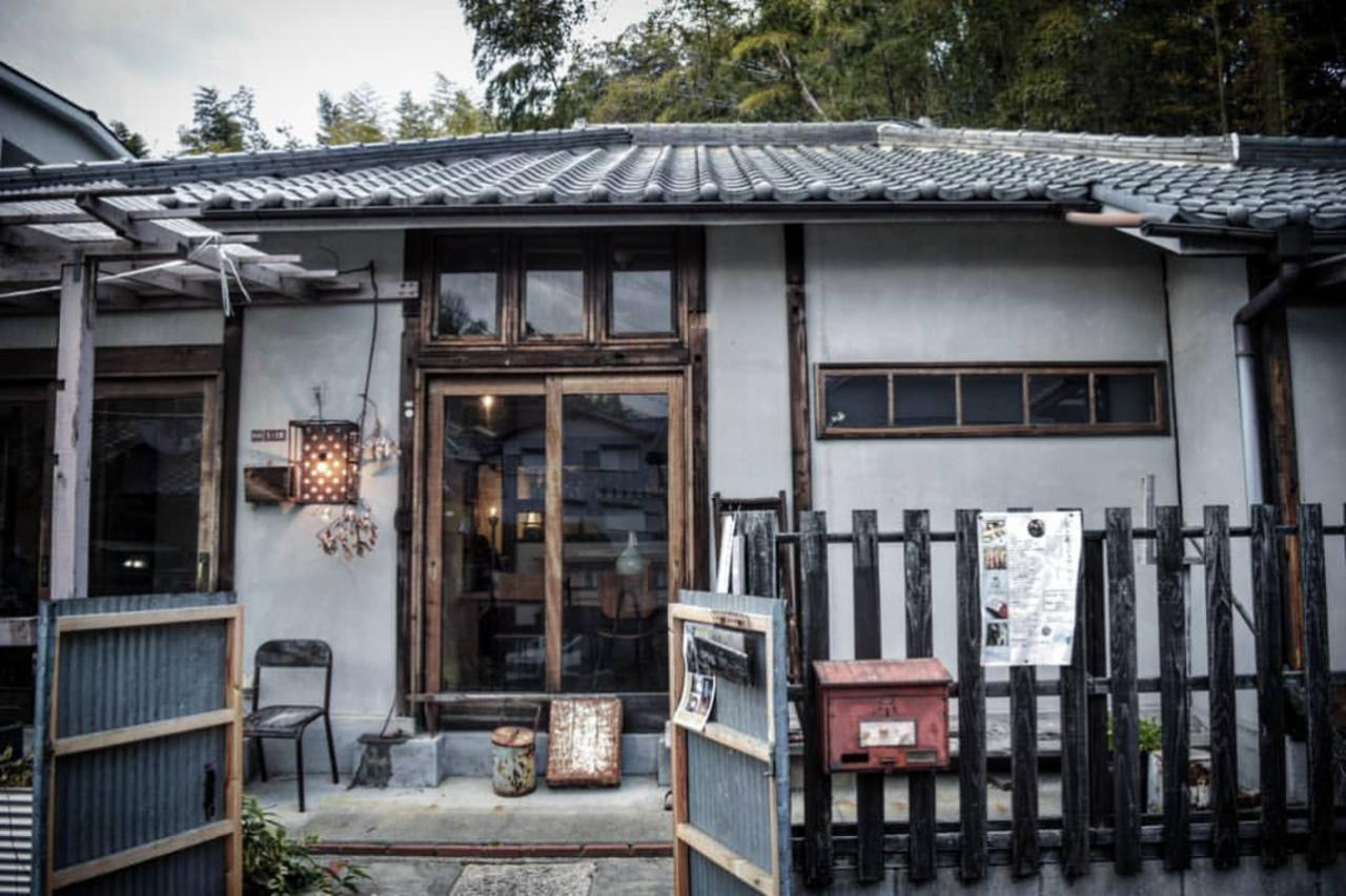古い小学校のような木造平屋の古民家レストラン...大阪府枚方市枚方元町の『草々徒』