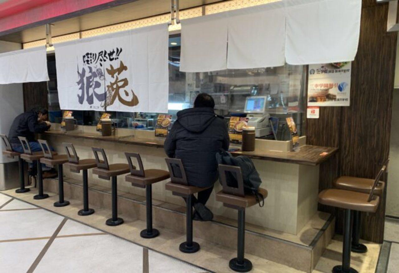 神戸市中央区さんちか8番街麺ロード内に「啜り尽くせ!狼莵」が本日オープンされたようです。