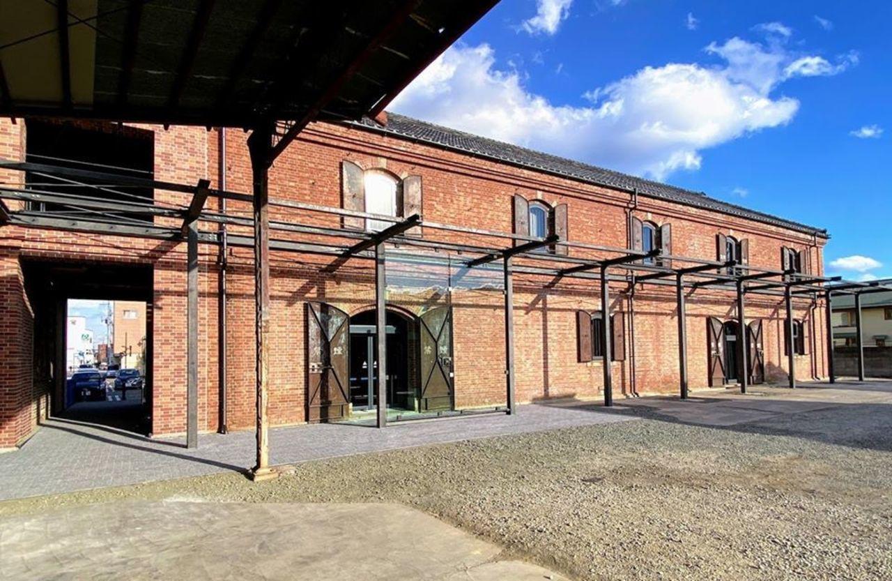 富岡倉庫の3号倉庫(土蔵)を改修して利用...群馬県富岡市富岡の「おかって市場」