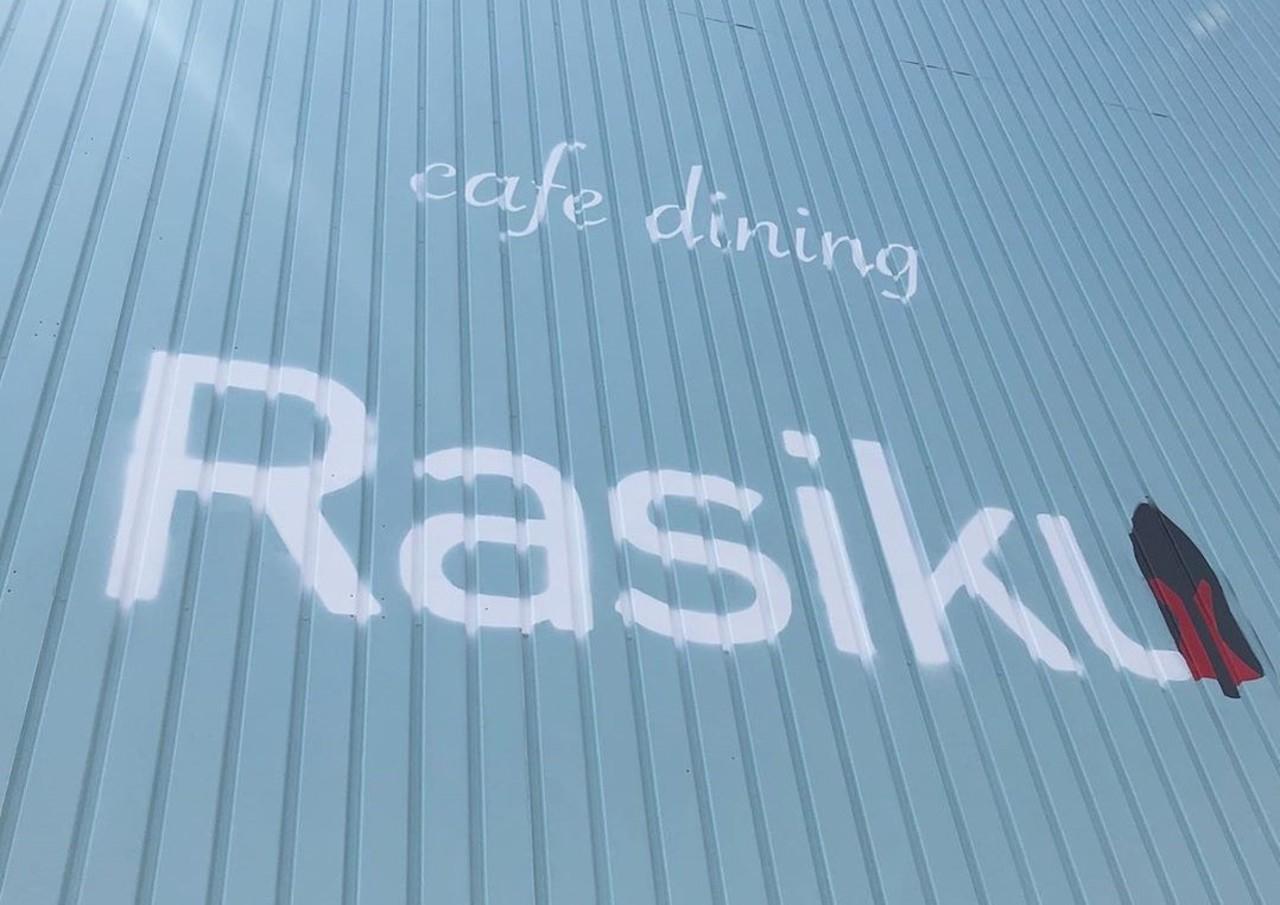 兵庫県三木市志染町西自由が丘に「カフェダイニング ラシク」が本日グランドオープンのようです。
