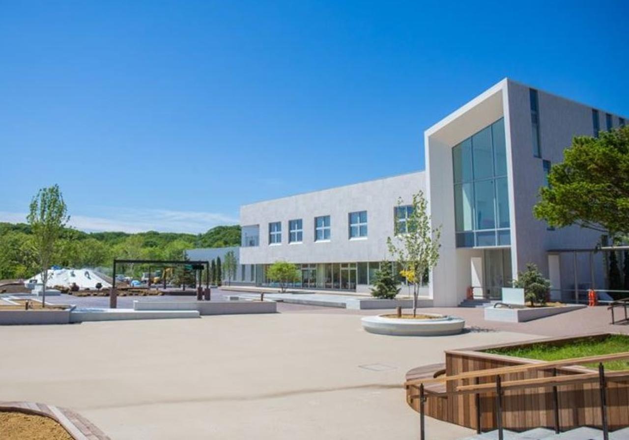 北海道白老郡 旧虎杖中学校跡に美と健康とモノづくりの工園『ナチュの森』オープン。