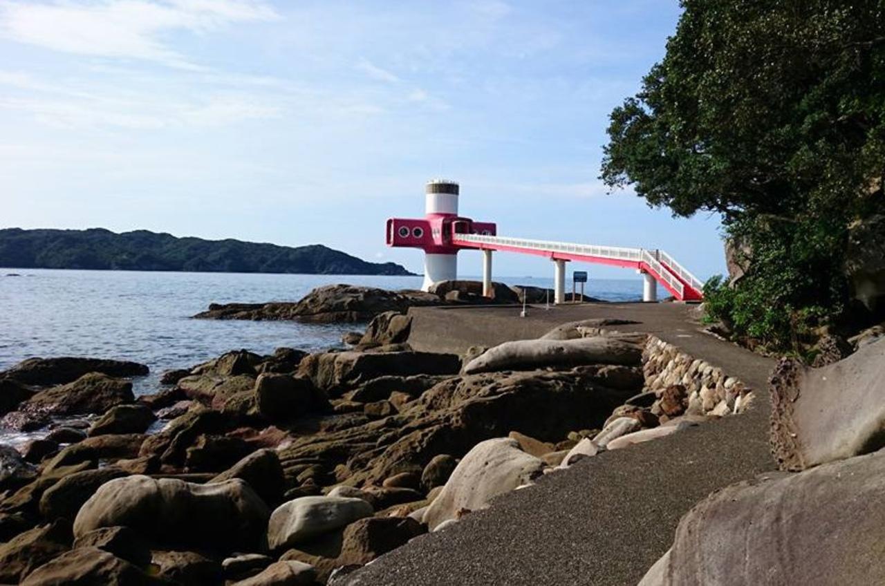 竜串海域公園のランドマーク...高知県土佐清水市三崎の天然ミュージアム「足摺海底館」