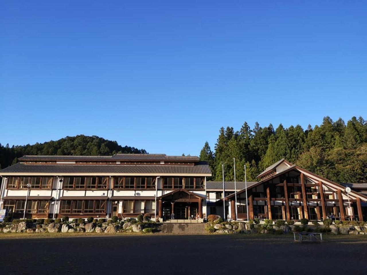 群馬県利根郡の宿泊施設『泊まれる学校 さる小』