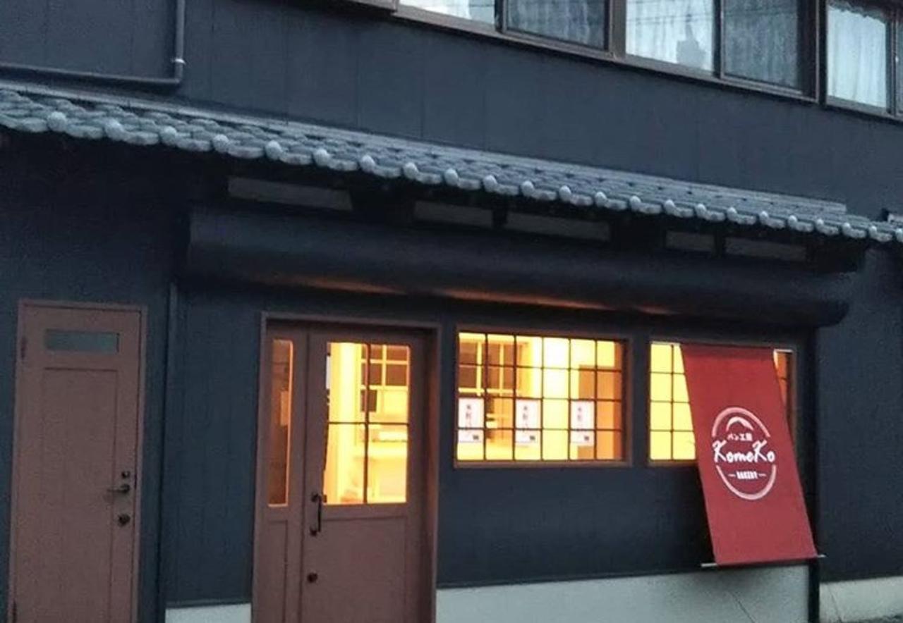 倉庫を米粉パン屋に改装...福岡県福津市の勝浦小学校近くに『パン工房 コメコ』昨日オープン