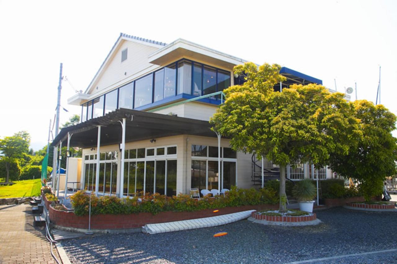 琵琶湖が一望できるハーバーレストラン...滋賀県大津市今堅田1丁目の「アールカフェアットマリーナ」