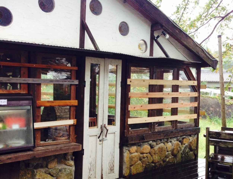 生駒山中腹の森のレストラン...奈良県生駒市鬼取町のスリランカ料理店『ラッキーガーデン』