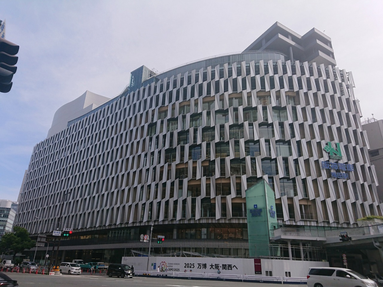 建て替え中の「阪神梅田本店」1期棟が6月1日オープン。。。