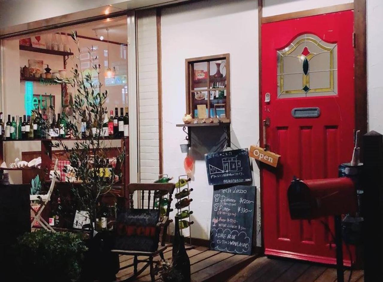 木の温もりを感じる落ち着いた空間...滋賀県守山市守山4丁目のレストラン「プティルッソ」