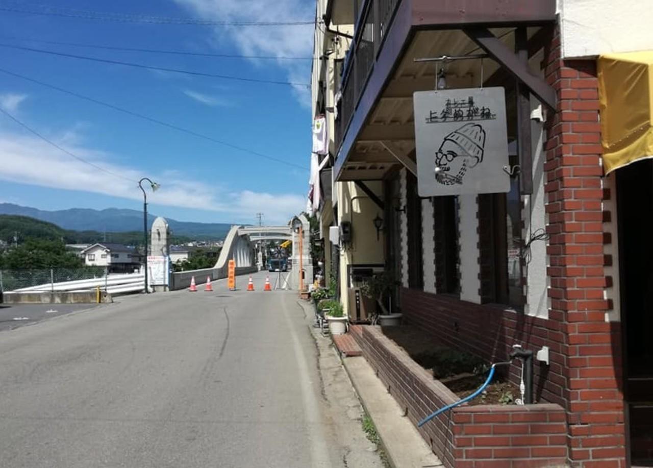 長野県南佐久郡佐久穂町大字高野町に「カレー屋ヒゲめがね」が6/17グランドオープンされたようです。