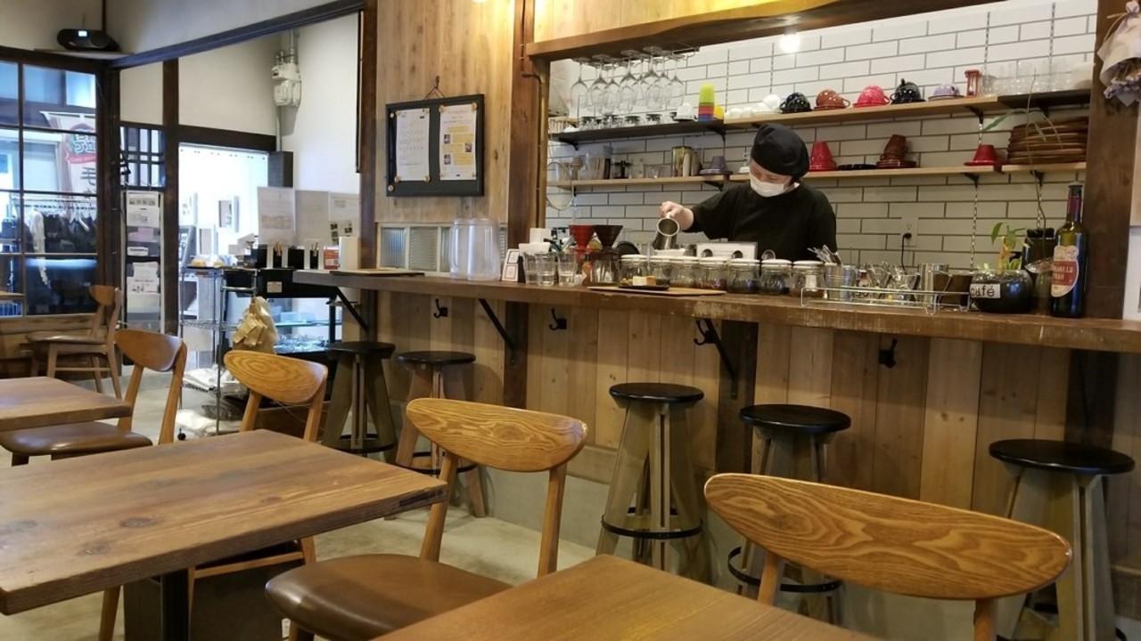 木のぬくもりを感じるカフェ