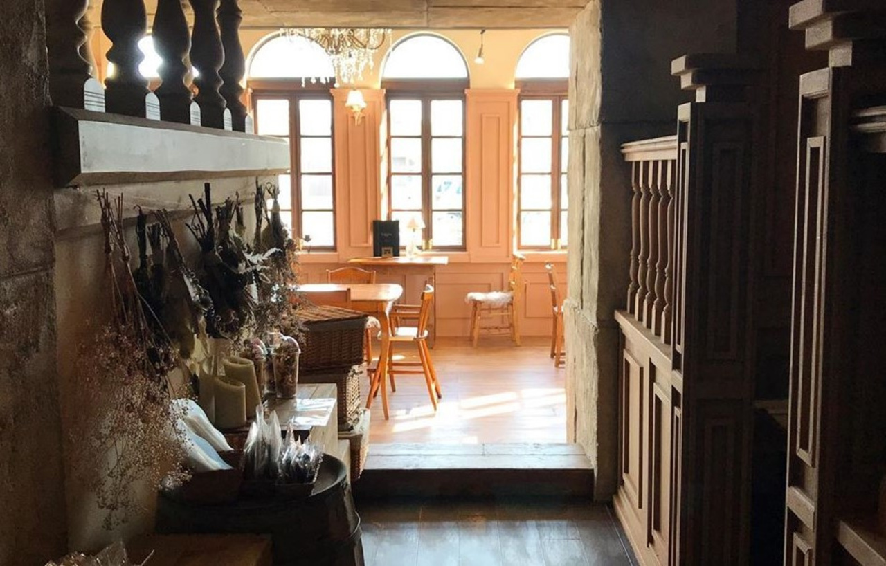 非現実的な空間のカフェ...新潟県新潟市西区小新西3丁目に「アンディグレス」9/26オープン