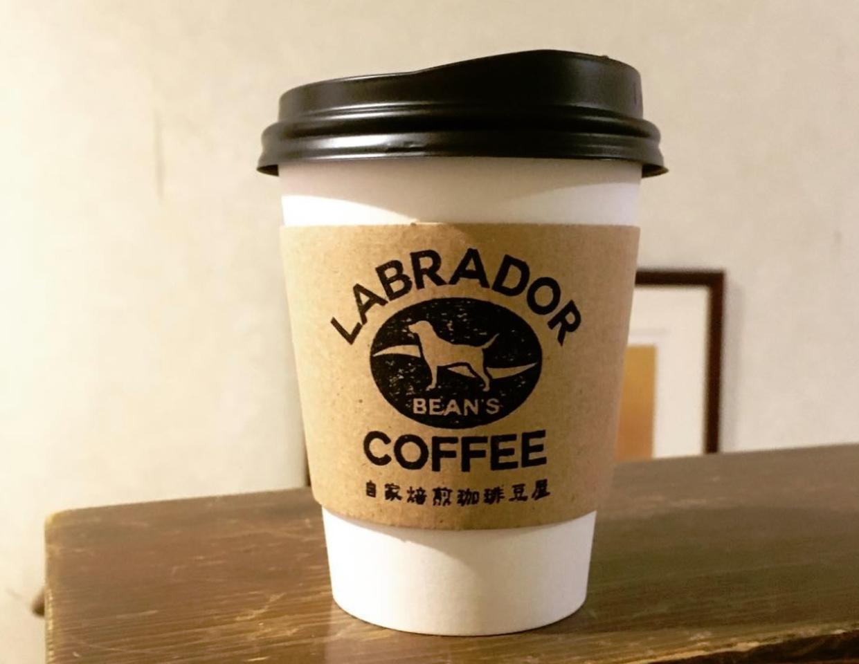 ガレージを改装...長野県埴科郡坂城町に自家焙煎珈琲『ラブラドール ビーンズ コーヒー』本日オープン