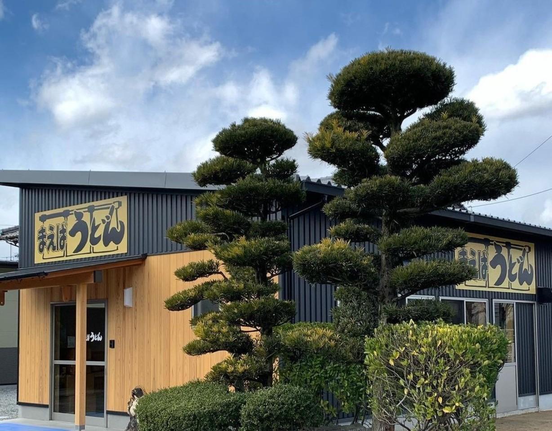 香川県丸亀市綾歌町栗熊東に「まえばうどん」が3/16~新店舗でプレオープンされてるようです。