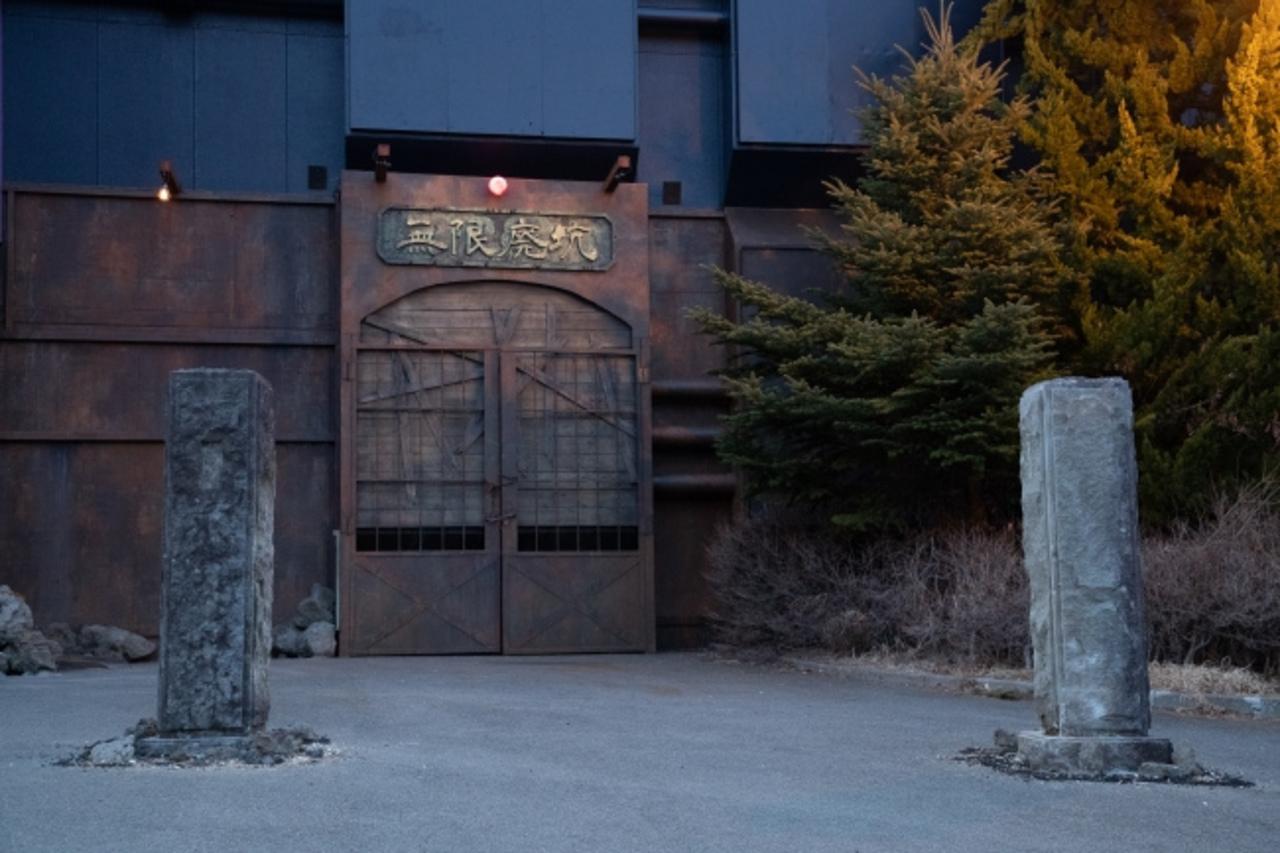 山梨の富士急ハイランドに暗闇の恐怖を体感するダークライドアトラクション「無限廃坑」3/23開業