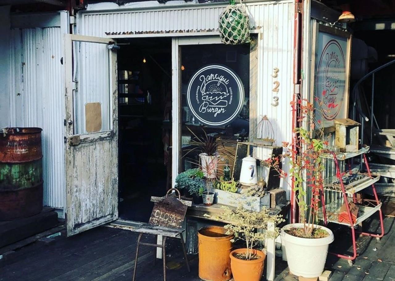 ハンバーガーメインのカフェ&ダイナー。。愛知県岡崎市井田町の『ジャンティーク』