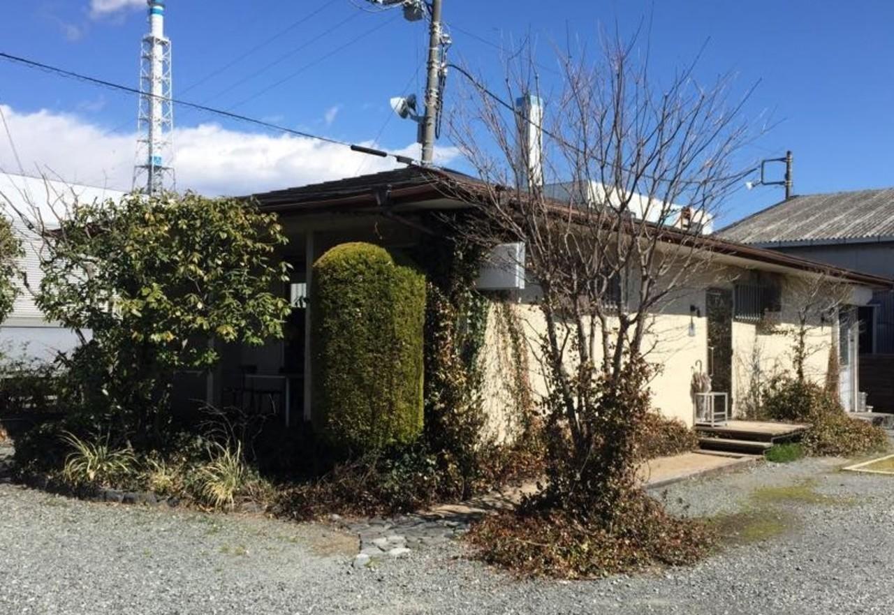 工場が立ち並ぶ郊外にポツンと佇む小さなカフェ。。。静岡県富士市比奈の『比奈カフェ』