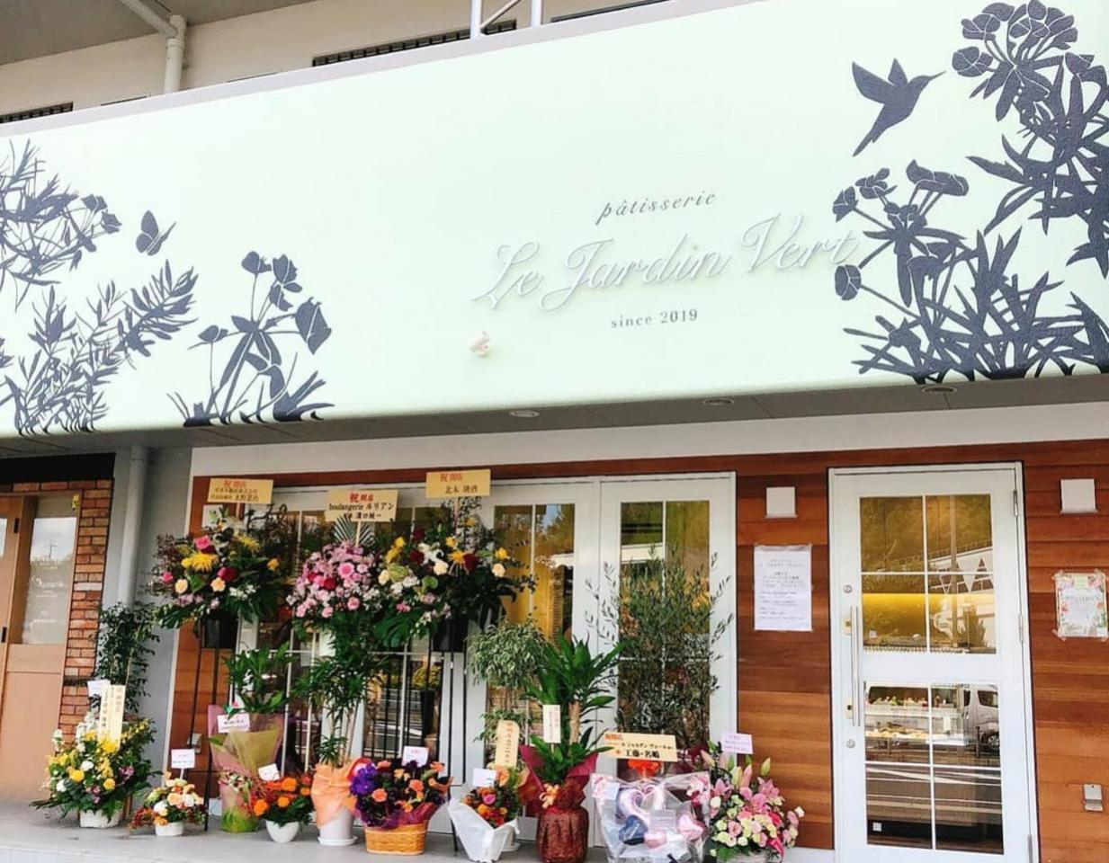 奈良県生駒市の学研北生駒駅前にパティスリー「ルジャルダンヴェール」が本日グランドオープンのようです。