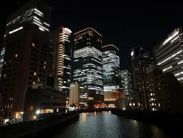 大阪土佐堀川に架かる筑前橋より。。。