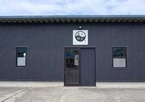 富山県黒部市田家新に和のらぁ麺屋「麺と和と、」が明日オープンのようです。