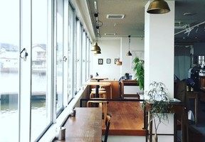水辺の風景を眺めながら。。鳥取県東伯郡湯梨浜町旭の焼き菓子とカフェと日用品『ハクセン』